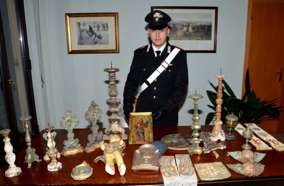 Narni i carabinieri recuperano a roma for Oggetti sacri roma